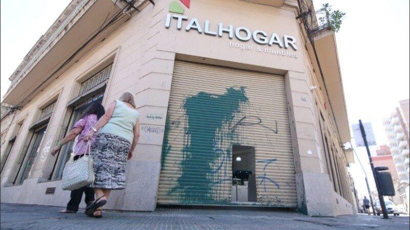 Vandalizaron el local de Ricardo Carloni y amenazaron a sus hijas